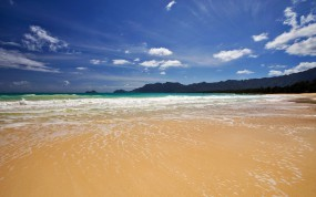Обои Песчанный берег: Волны, Море, Песчаный берег, Берег, Небо, Вода и небо