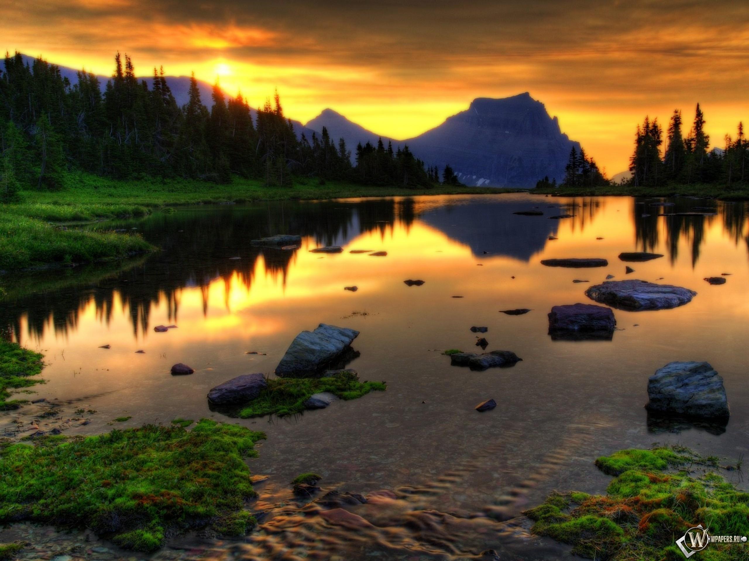 Небольшое озеро 2560x1920