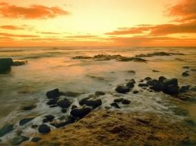 Обои Морской брибой: Волны, Море, Камни, Небо, Вода и небо